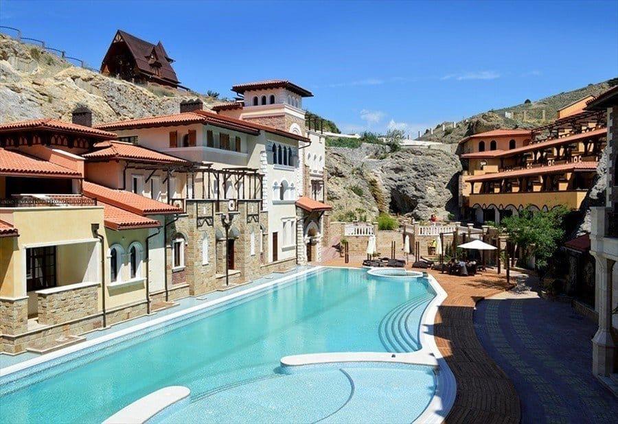 Отели и гостиницы Судака, цены на отдых без посредников, частные мини гостиницы в Судаке